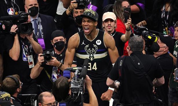 Antetokounmpo 50 points, les Bucks 4-2 Suns remportent le championnat après 50 ans